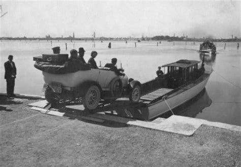 Difference Between Gondola And Boat by 21 Fascinating Old Photographs Of Venice Easyvoyage