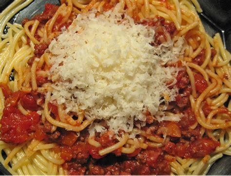 Hampir setiap orang mengira bahwa spaghetti adalah bakmi yang dibawa pulang oleh marco polo dalam perjalanannya dari tiongkok. Resep Spaghetti Bolognese Enak dan Praktis - Sahabat Dapur