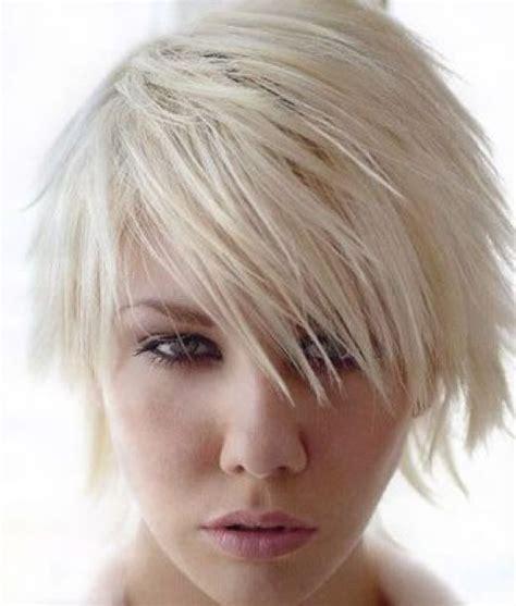 layered short shaggy hairstyles   women shot hair