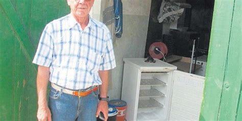 gefrierschrank in der garage gesamter komplex mit hunderten p 228 chtern ist ohne strom