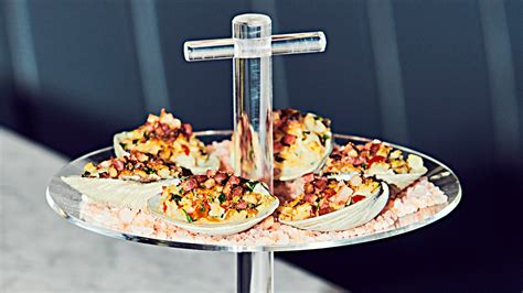 clams oysters casino