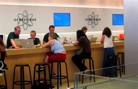 Steve Jobs Found 'genius Bar' Idea Idiotic At First