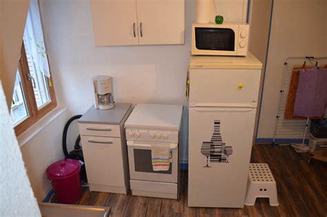les équipements de la cuisine du studio meublé en location
