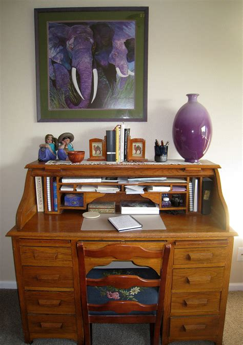 bureau definition desk