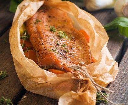 cuisiner un saumon entier saumon entier au four recette de saumon entier au four