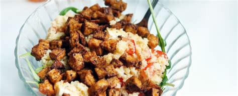 rijstpasta met tofu zeewier en gebakken avocado gewoon wat een studentje  avonds eet