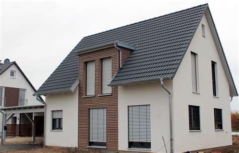 Moderne Häuser Mit Gauben by Einfamilienhaus Holzhaus Satteldach Gaube Mit Flachdach