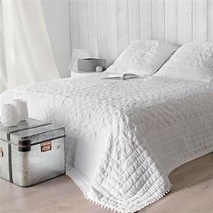 Plaid Blanc Pas Cher : boutis et taies d 39 oreiller 240 x 260 cm emmanuelle blanc couvre lit boutis eminza ~ Teatrodelosmanantiales.com Idées de Décoration