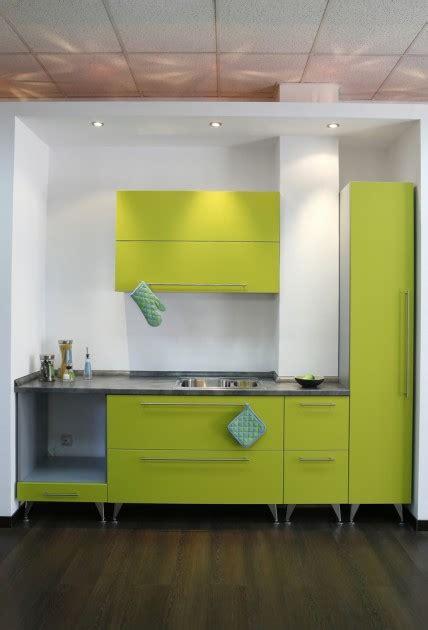 modern green kitchen cabinets virtuvės interjeras tiems kas trokšta amžino pavasario 7626