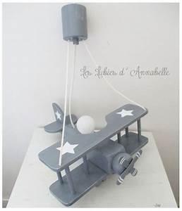 Luminaire Chambre Garçon : luminaire avion gris et toiles blanches luminaire chambre enfant suspension avion chambre ~ Teatrodelosmanantiales.com Idées de Décoration