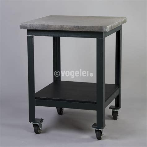 tisch mit betonplatte deco to go tisch mit betonplatte unterbau stahl 4 rollen
