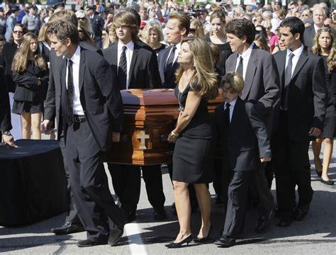Funeral Etiquette What to Wear u0026 What to do u2014 Gentlemanu0026#39;s Gazette