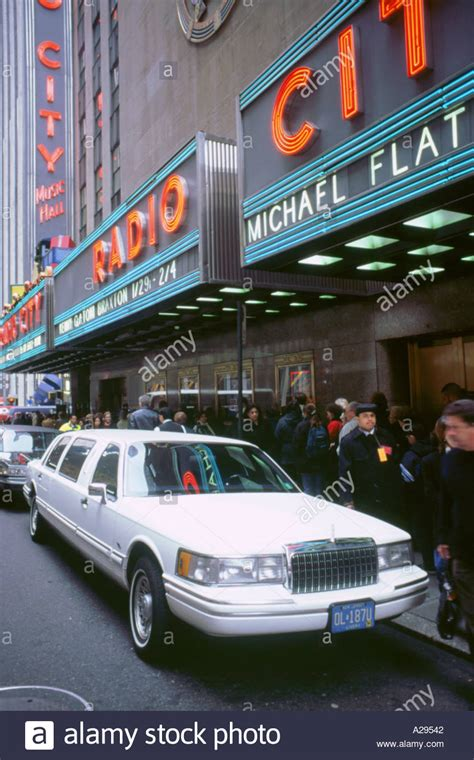 stretchlimousine new york limousine car in new york stock photos limousine car in