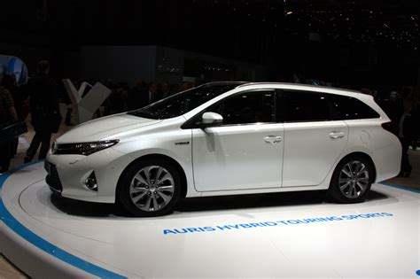 2018 Toyota Avensis Tourer  Car Photos Catalog 2018