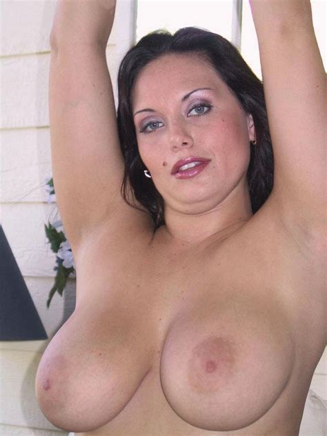 amateur porn sluts babe with massive tits plays on couch