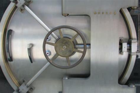la poste ouvre ses coffres forts num 233 riques technos et innovations