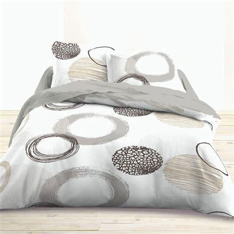 Les parures housses de couette sont vendues avec les taies d'oreillers 65x65 assorties. Housse De Couette 200x200 - Housse De Couette 200x200 housse de couette 200x200 la pagnie du ...