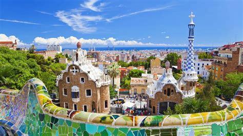 Maison De Gaudi Dans Le Parc Guell | Ventana Blog