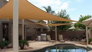 Terrasse und garten sonnenschutz ideen sonnensegel und for Markise balkon mit tapete beige weiß gestreift