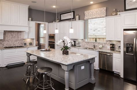 kitchen cabinet sales representative model home in houston aliana 70s community 7940