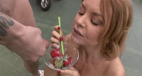 Hot Milf Janet Eat Strawberries In Sperm S 8 Pics