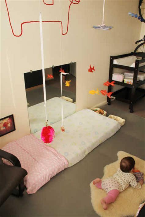 etagere murale pour chambre fille la chambre de bébé montessori