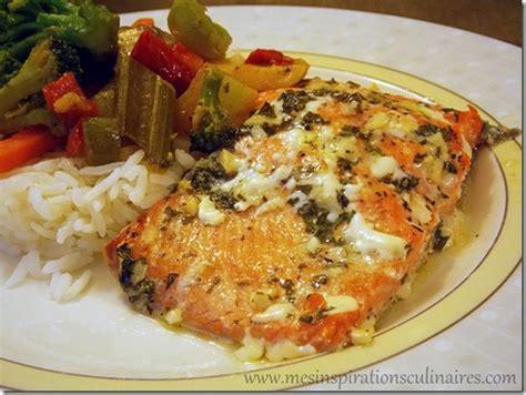 cuisiner un filet de saumon cabillaud basse température bouillon d 39 herbes aromatiques tapenade et oignon mariné