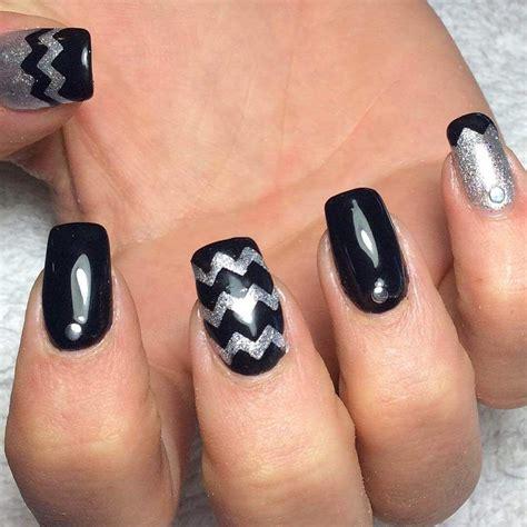 Si no hay acceso por la piel, el. decoracion de uñas negras con plata #uñasnegras # ...