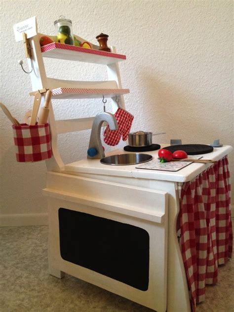 Kinderküche Aus Ikea Möbeln by Eine Kinderk 252 Che Aus Einem Alten Stuhl Diy Play