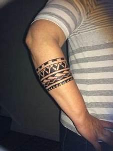 Armband Tattoo Bedeutung : maori tattoos am oberarm welche bedeutung haben die polynesische zeichen tatoo pinterest ~ Frokenaadalensverden.com Haus und Dekorationen