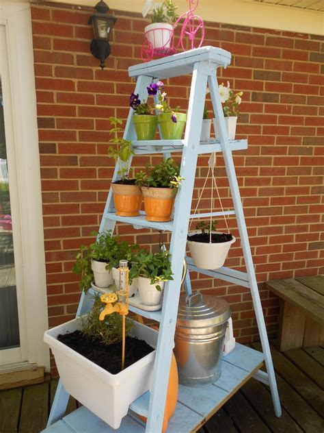 Small Planter Ideas by 10 Vertical Planter Ideas For Summer Hgtv S Decorating