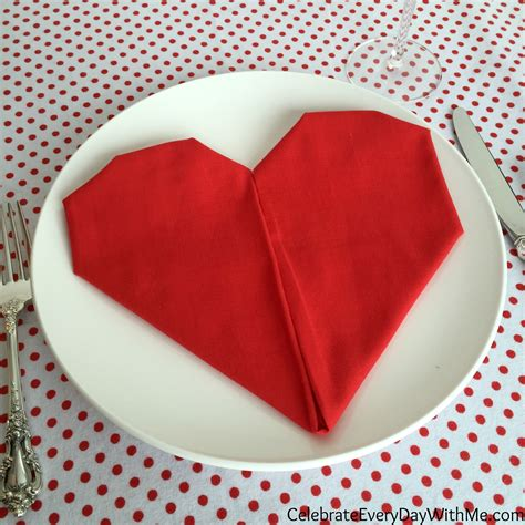 Servietten Falten Herz by How To Fold A Napkin Into A Celebrate Every Day