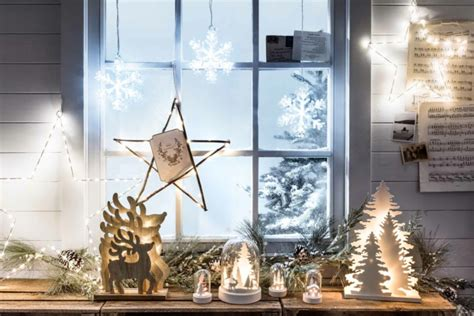 Weihnachtsdeko Fensterbank Holz by Decorate Windowsill For Feel The Magic Of