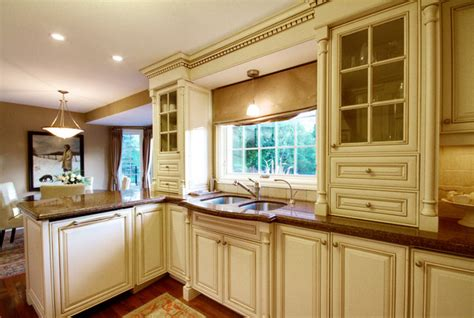 hardwood kitchen cabinets cbleville home traditional kitchen 1578