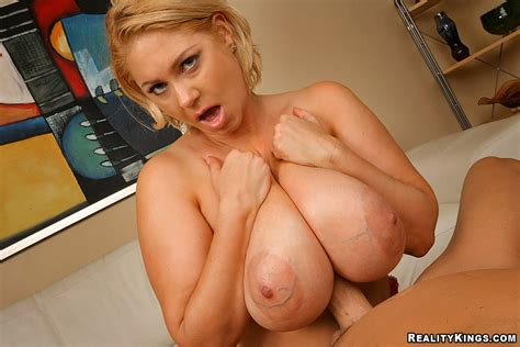 Thick Samantha 38g In Titty Temptress 100 Free Reality