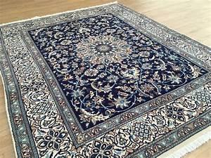 vendu With tapis persan bleu