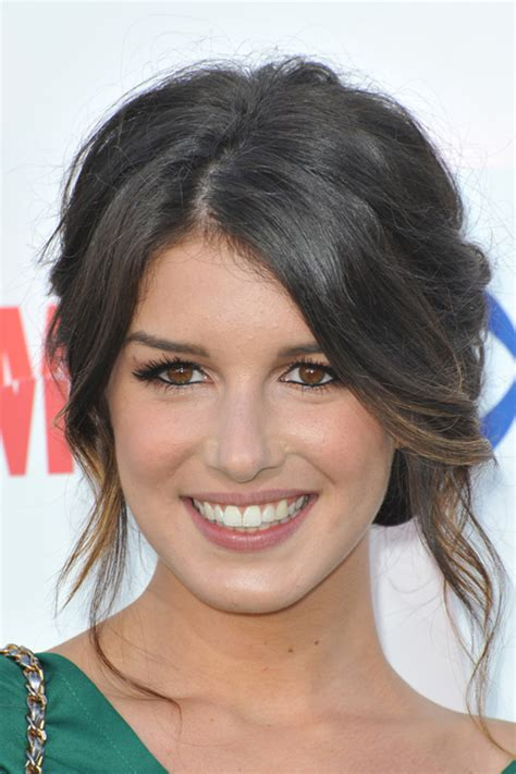 Shenae Grimes Clothes & Outfits   Steal Her Style