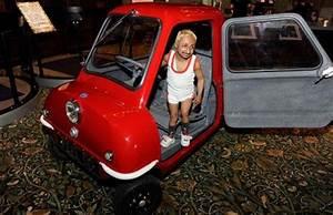 La Plus Petite Voiture Du Monde : photo l 39 homme dans la peel p50 la plus petite voiture du monde ~ Gottalentnigeria.com Avis de Voitures