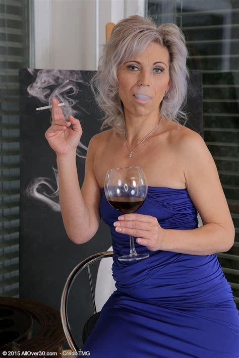 Mature Pictures Featuring 39 Year Old Kathy White From