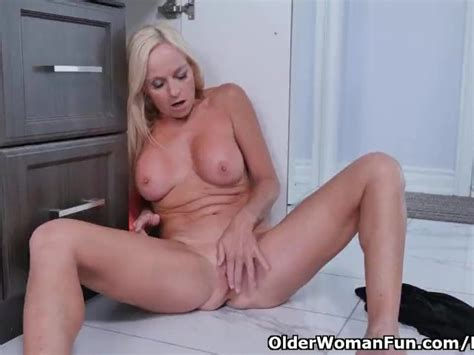 Canadian Milf Dani Dare Rubs Her Shaven Pussy Free Porn Videos Youporn