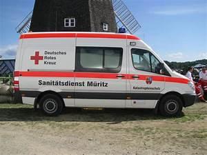 Deutsches Rotes Kreuz Hamburg : krankentransportwagen mb binz des drk aus dem alten landkreis m ritz m r beim 18 oldtimer ~ Buech-reservation.com Haus und Dekorationen