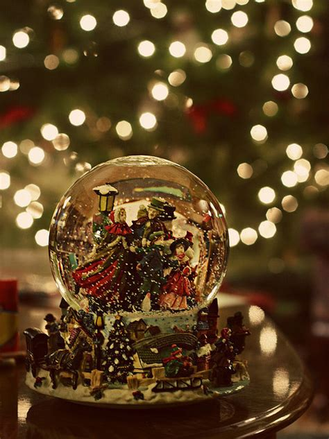 christmas snowdome snowdomes image 268510 on favim com