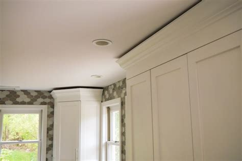 pictures of crown molding on kitchen cabinets cabinet crown molding 187 rogue engineer 9717