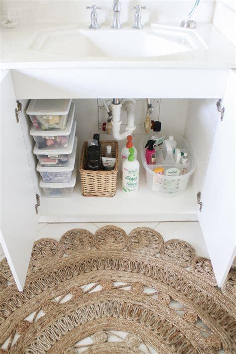 bathroom organization ideas  minimalist checklist