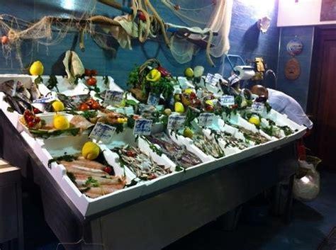 banco pescheria banco pesce foto di friggi pescheria e masaniello