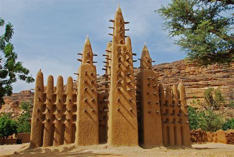 MALI : mosquée Dogon en bas de la falaise de Bandiagara ...