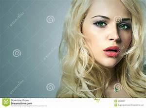 Schönes 10 Jähriges Mädchen : junge frau 15 sch nes blondes m dchen mit gr nen augen lockiges haar stockbild bild von ~ Yasmunasinghe.com Haus und Dekorationen