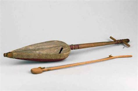 Slenthem adalah alat musik tradisional jawa tengah yang juga merupakan intrumen dalam gamelan jawa. 8 Alat Musik Tradisional yang Digesek & Penjelasannya