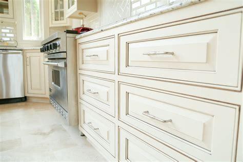 sherwin williams navajo white cabinets  chocolate