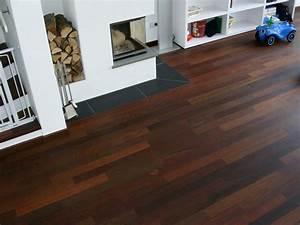 Möbel Dunkles Holz : dunkles parkett helle mobel holzboden interieur ideen ~ Michelbontemps.com Haus und Dekorationen
